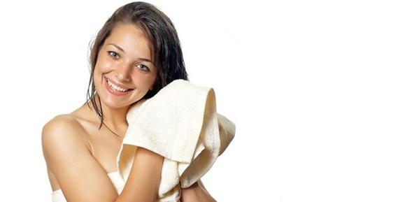 secando-os-cabelos-com-a-toalha