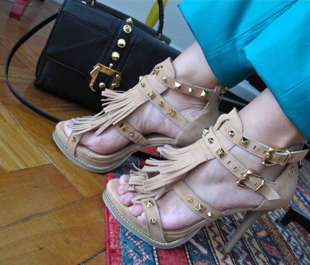blog-love-shoes-look-do-dia-sandália-carmen-steffens-franjas06