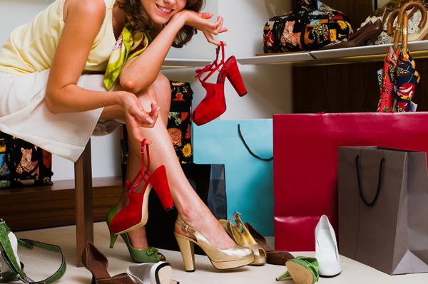 woman-shopping-for-shoes-le-blow
